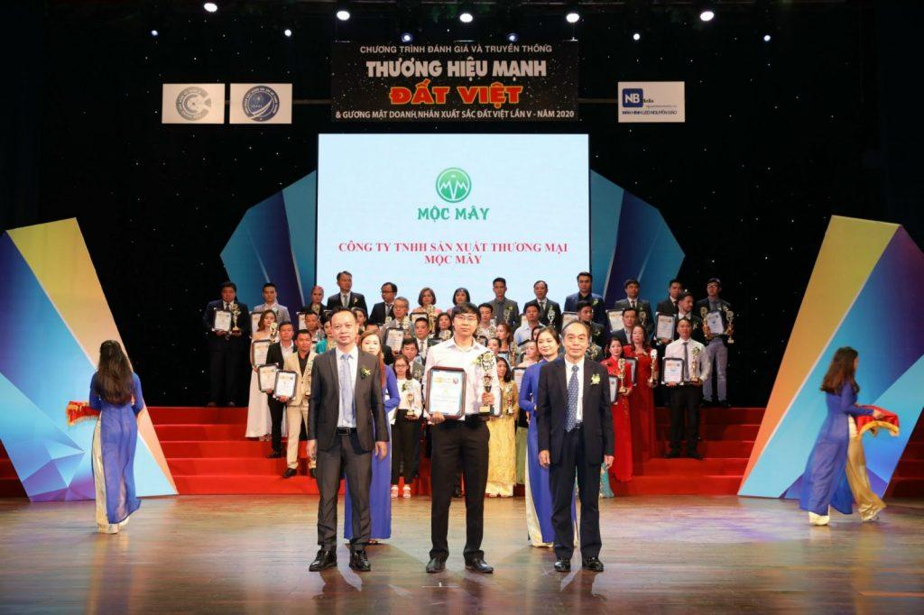 Giải thưởng Thương hiệu mạnh Đất Việt mà Tinh dầu Mộc Mây đạt được